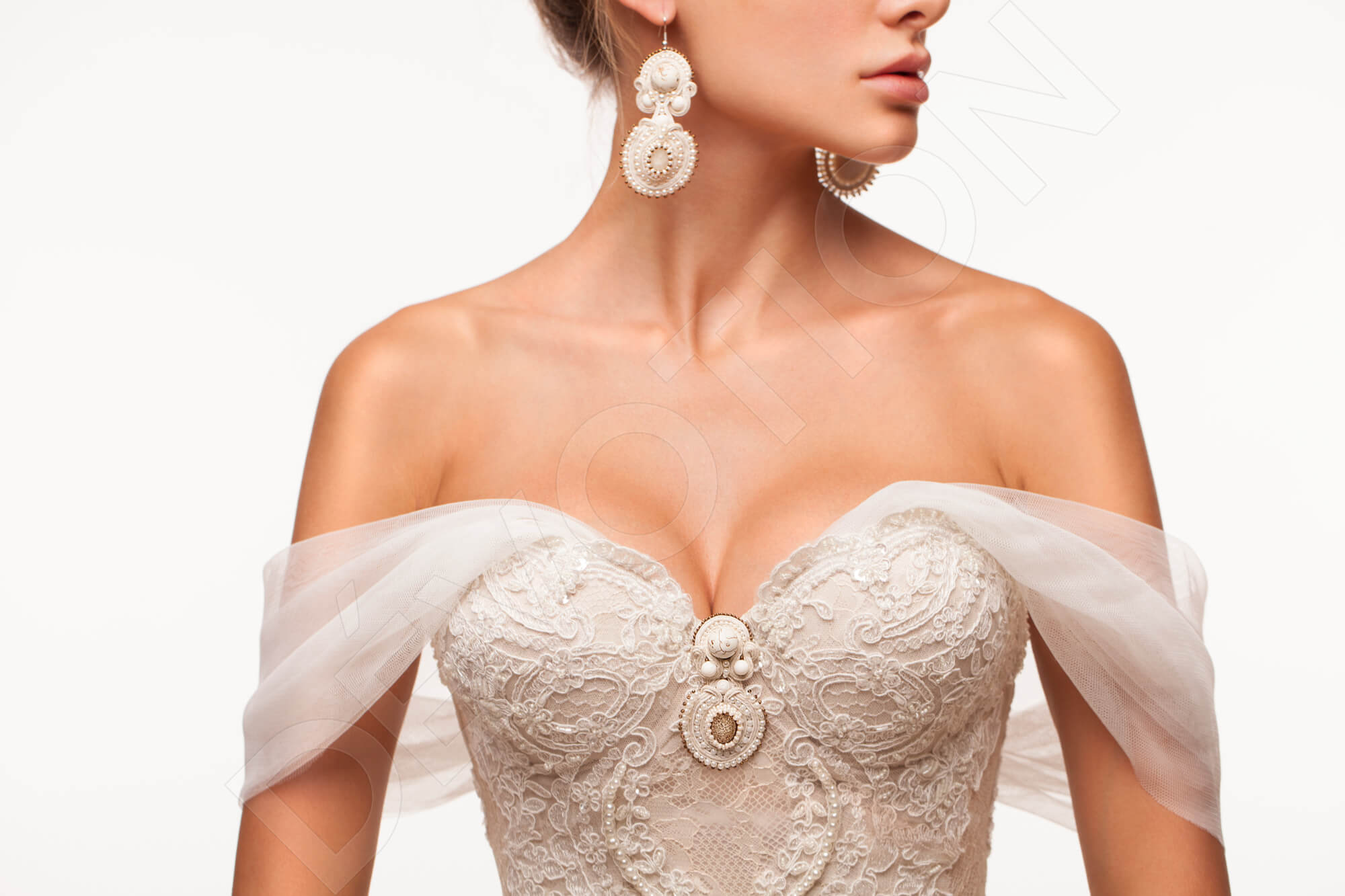Guide to the wedding dress necklines
