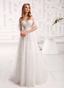 How to choose a perfect wedding dress for your body type